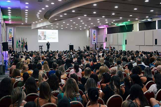 Leandro Karnal na rede municipal de Itapema 2 - Leandro Karnal compartilha experiências com professores da rede municipal de Itapema