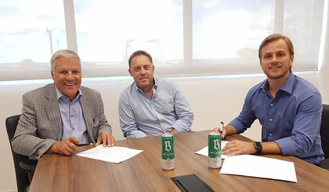Nilo Job e Luciano Hocsman vice presidentes da FGF e Júlio Eggers diretor de Marketing da FRUKI - Cervejaria Bellavista é nova parceira da FGF no Gauchão 2019