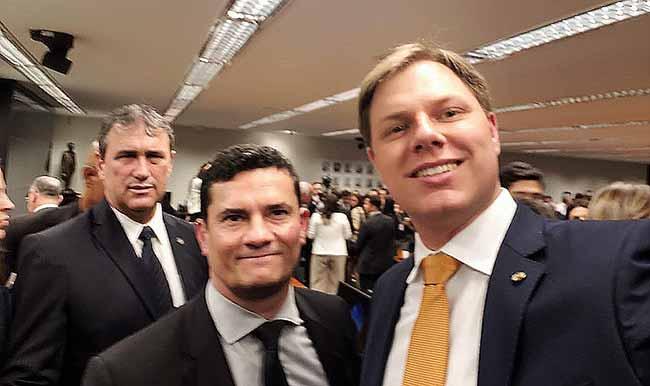 O deputado federal Lucas Redecker em Brasilia com o ministro Sérgio Moro - Redecker participa de reunião com ministro Sérgio Moro