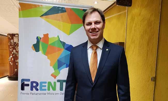 O deputado federal Lucas Redecker em Brasilia - Redecker defende turismo gaúcho na Câmara dos Deputados