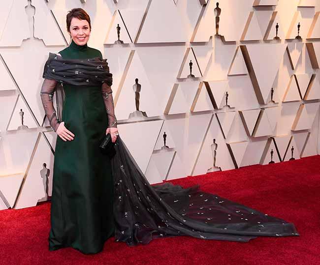 Olivia Colman CREDITO E ENTERTAINMENT @EONLINELATINO - A moda no tapete vermelho do Oscar 2019