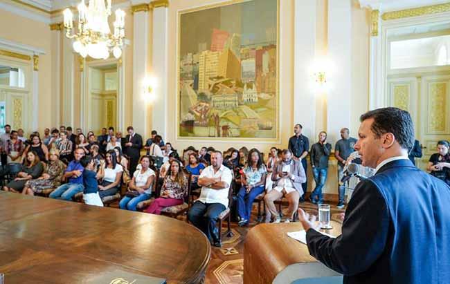 Prefeito defendeu a praticidade e ampliação da segurança com a nova lei - Prefeito sanciona lei que desburocratiza podas de árvores em Porto Alegre