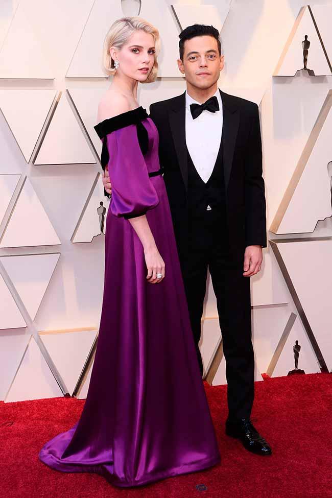 Rami Malek y Lucy Boynton CREDITO E ENTERTAINMENT @EONLINELATINO - A moda no tapete vermelho do Oscar 2019