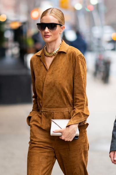 Rosie Huntington Whiteley - Rosie Huntington-Whiteley usa óculos de sol Givenchy em NY