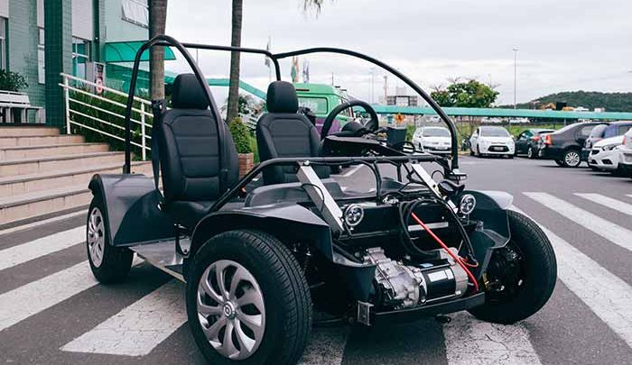 carro elétrico da UniAvan 3 700x405 - Alunos da UniAvan iniciam projeto de carro elétrico em Santa Catarina