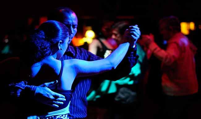 danç - Dançar é uma ótima estratégia para aliviar os sintomas da endometriose