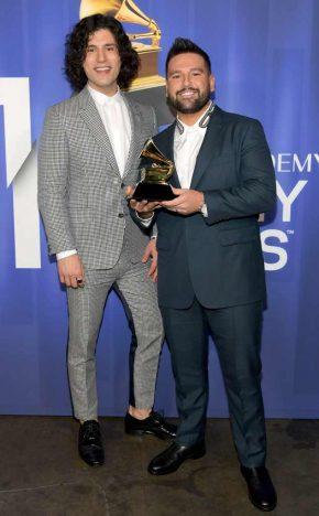 dan shay 2019 grammy awards.ct .021019 290x468 - Os ganhadores do Grammy Awards 2019