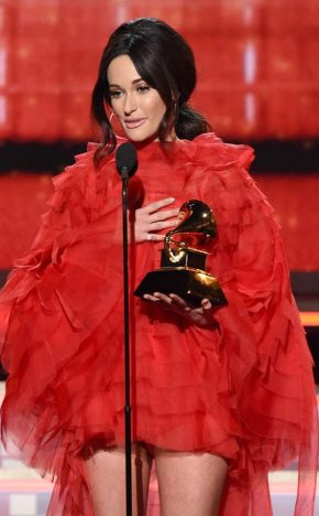 kacey musgraves.cm .21019 290x468 - Os ganhadores do Grammy Awards 2019