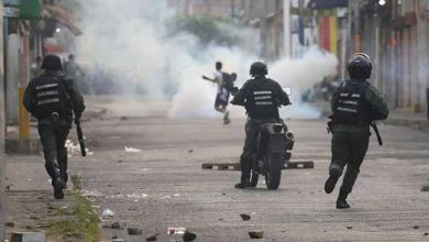 venezuela politics 390x220 - Hospitais de Roraima atendem venezuelanos feridos