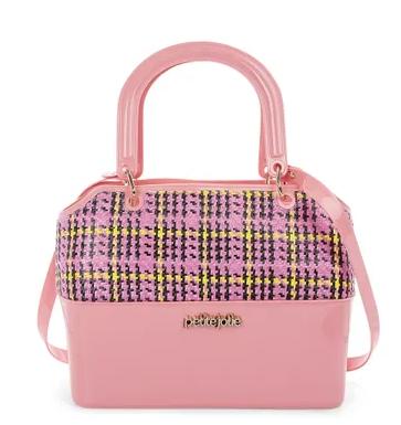 357512 868489 petite jolie bolsa zip rosa e xadrez rs179 90 web  - Petite Jolie apresenta coleção Odyssey
