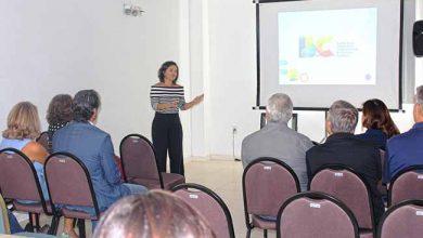 Flavia Didomenico em reunião no BC Convention 390x220 - Nova presidente da Santur em Balneário Camboriú