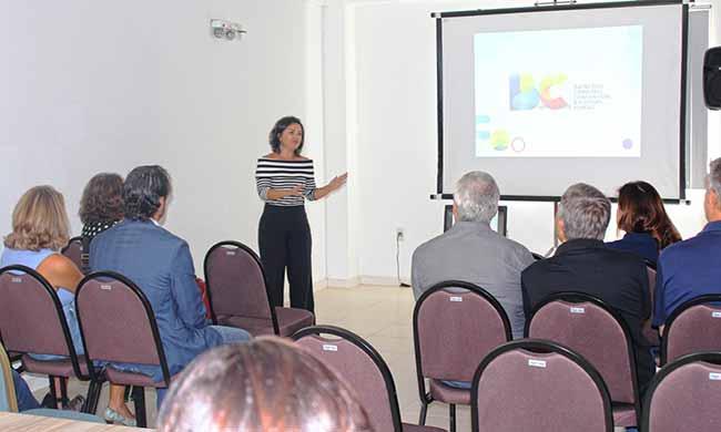 Flavia Didomenico em reunião no BC Convention - Nova presidente da Santur em Balneário Camboriú
