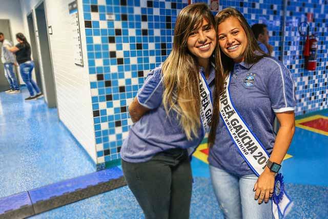 Garotas gremistas 4 - Gurias Gremistas recebem homenagem e faixas de campeãs