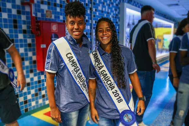 Garotas gremistas 5 - Gurias Gremistas recebem homenagem e faixas de campeãs