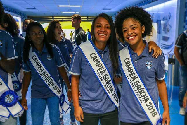 Garotas gremistas 6 - Gurias Gremistas recebem homenagem e faixas de campeãs