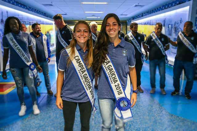 Garotas gremistas 7 - Gurias Gremistas recebem homenagem e faixas de campeãs