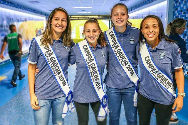 Garotas gremistas 9 - Gurias Gremistas recebem homenagem e faixas de campeãs