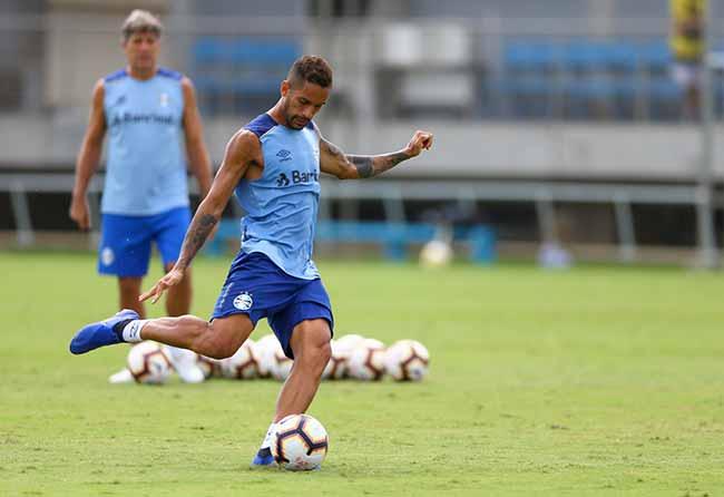 Grêmio pensa na estreia na Libertadores - Atletas do Grêmio trabalham para a estreia na Libertadores