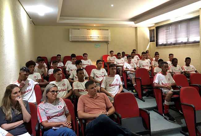 Sub 15 e Sub 14 se reapresentaram no auditório do CT de Alvorada 2 - Categorias Infantil e Mirim se reapresentam no CT de Alvorada