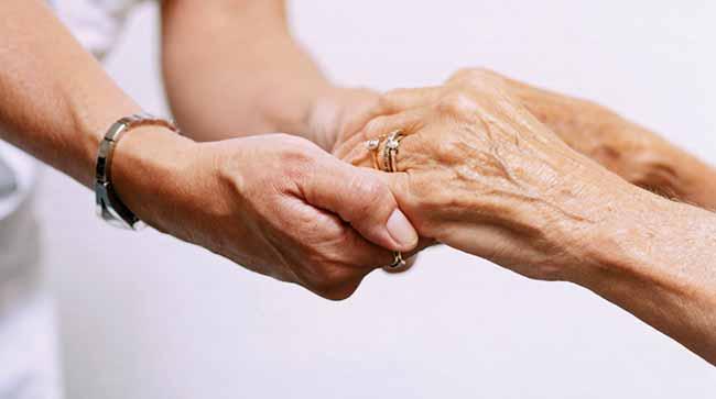 auxílio aos idosos - Passo Fundo abre inscrições para concurso na saúde