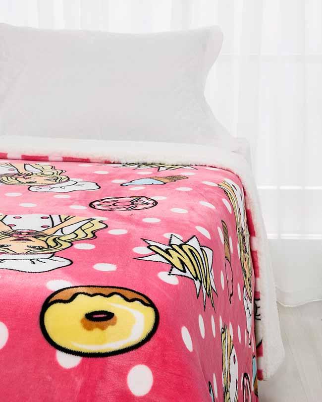 edredom infantil sherpa barbie 12900150 foto1 frontal - Barbie e Riachuelo lançam coleção de cama e banho infantil