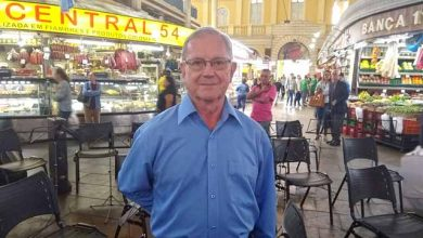homenagem vilson 2 390x220 - Vilson José Bocca completa 64 anos de serviço no Mercado Público