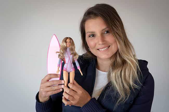maya gabeira - Maya Gabeira vira boneca Barbie