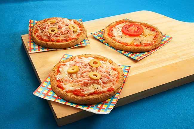 mini pizza com massa de grÆo de bico tif - Mini pizza com massa de grão-de-bico