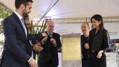 pedra fundamental hntx credito tiago sperotto 390x220 - Casal Grendene doa R$ 60 milhões para construção de hospital