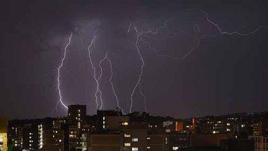 raios 390x220 - Raio mata três pessoas em São Paulo