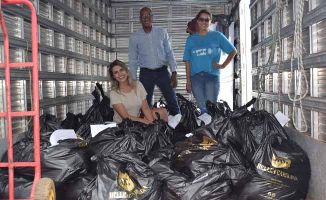 uma tonelada de alimentos - Hellen Carolina doa mais de uma tonelada de alimentos arrecadados