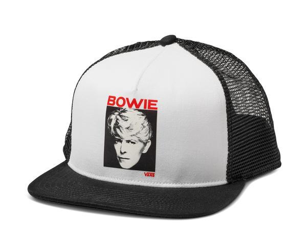 357955 869875 sp19 davidbowie vn0a3i4fyb2 dbseriousmoonlighttrucker whtblk web  - Vans lança coleção unisex que celebra a vida de David Bowie