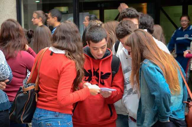 Adolescência ufrgs - Palestra na UFRGS discute papéis do professor e da escola com adolescentes