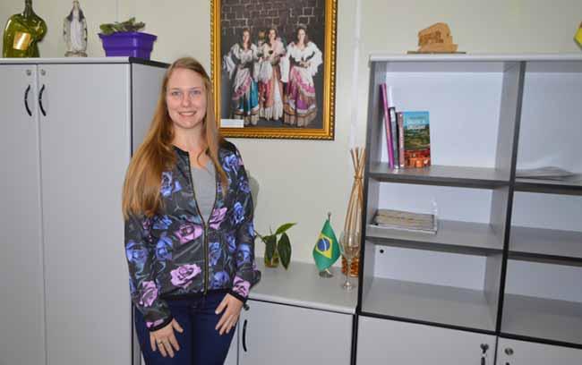 Bruna Salvador - Bruna Salvador é primeira inscrita para o soberanas da FenaVindima