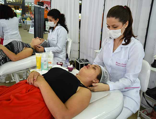 Cuidados com a pele na Feevale - Feevale leva serviços de saúde para a Festa da Vida de Campo Bom