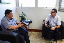 Enio Brizola se reúne com Cleber Prodanov 220x150 - Feevale apoia o Seminário de Desenvolvimento Econômico de NH