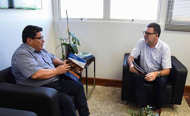Enio Brizola se reúne com Cleber Prodanov - Feevale apoia o Seminário de Desenvolvimento Econômico de NH