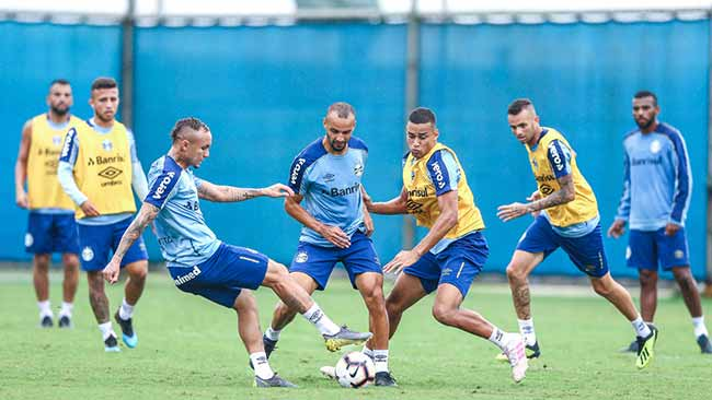 Grêmio treina e embarca para o Paraguai 1 - Grêmio treina e embarca para o Paraguai