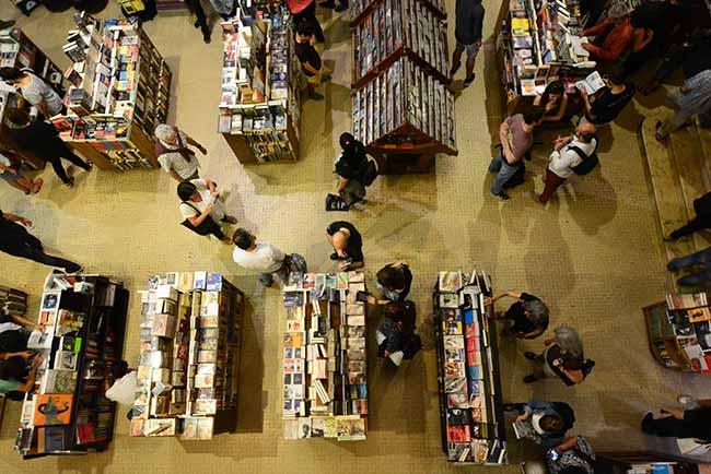 Puro Verso3Uruguay Natural Ministerio de Turismo Serrana Díaz  - Maior livraria flutuante do mundo aporta no Uruguai até 21 de abril