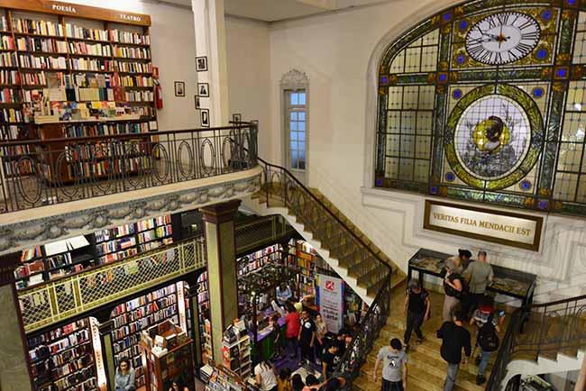 Puro VersoUruguay Natural Ministerio de Turismo Serrana Díaz  - Maior livraria flutuante do mundo aporta no Uruguai até 21 de abril
