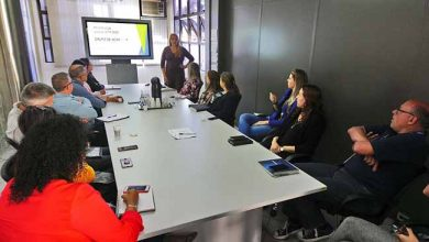 Suzana Kakuta reunida com empresas no Tecnosinos 390x220 - Tecnosinos busca ampliar integração entre empresas