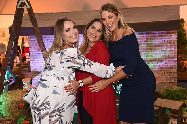 Thaeme Camilla Camargo e Ticiane Pinheiro 031 - Chicco reúne grávidas famosas em evento