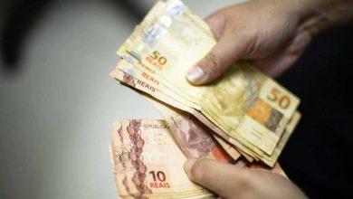 dinhe 390x220 - Governo propõe salário mínimo de R$ 1.040 para 2020