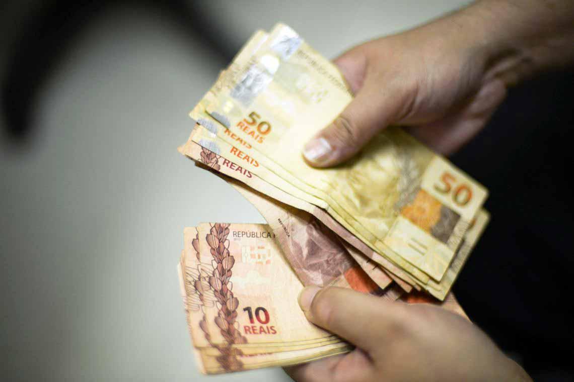 dinhe - Governo propõe salário mínimo de R$ 1.040 para 2020