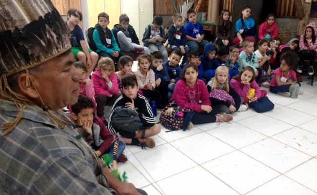 história e tradição de tribos indígenas - Alunos de NH conhecem história e tradição de tribos indígenas