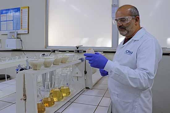 laboratório do Tecpar 1 - Tecpar analisa substâncias contaminantes presentes no solo
