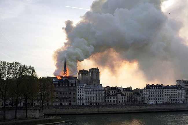 notredame - Incêndio atinge Catedral de Notre-Dame em Paris