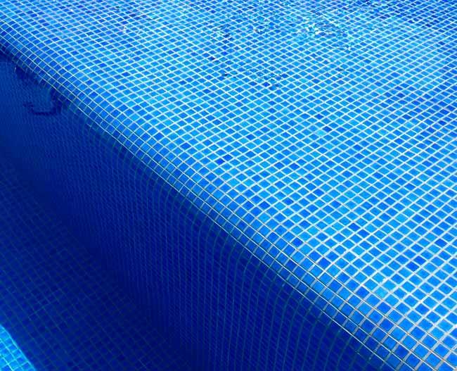 Revista News pisci Pastilhas dão cor especial à água das piscinas