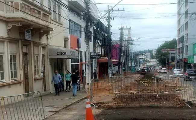 troca de postes da RGE em Novo Hamburgo - Troca de postes será realizada em três ruas do Centro de NH