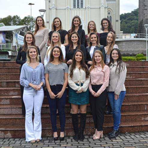 Candidatas FenaVindima Flores da Cunha 1 - 15 candidatas disputam o título de rainha e princesas da 14ª FenaVindima